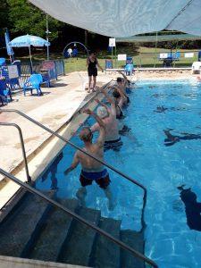 פעילות מים בבריכה לאזרחים ותיקים